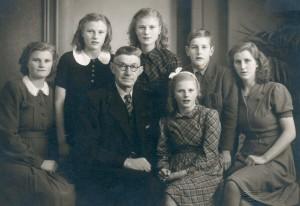 Opa met zijn jongste kinderen